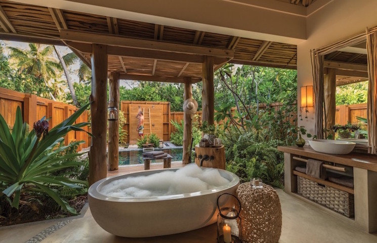 Astonishing tropical bathrooms ideas for your house in LA