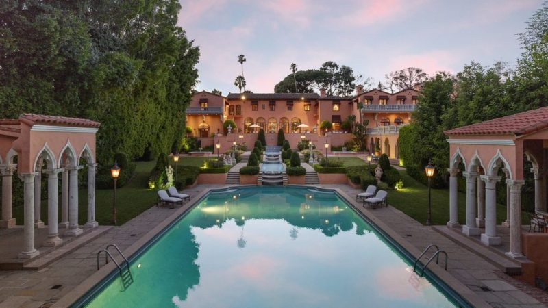 Beverly House, A Mansion To Fall In Love With beverly house Beverly House, A Mansion To Fall In Love With 1011BeverlyDr 04 e1551258849739