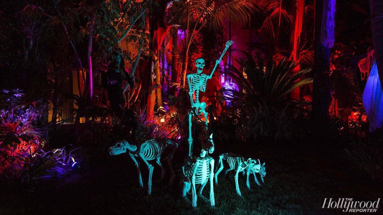 Halloween  halloween Halloween Decoration in L.A. Homes THR HalloweenHouses 101616THR HalloweenHouses126