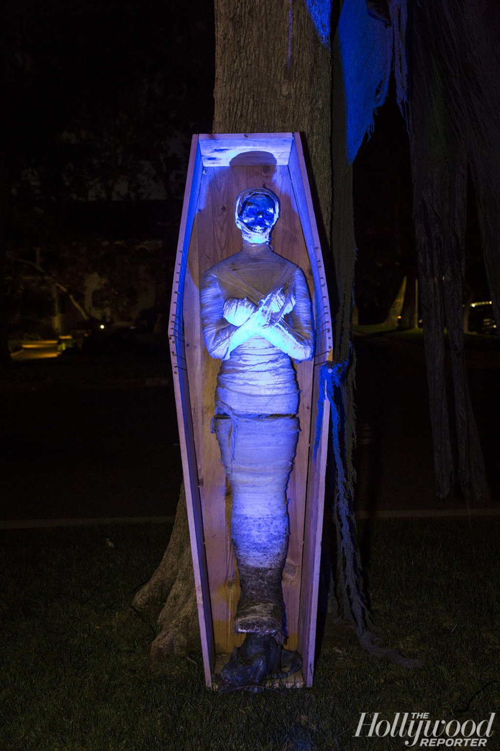 halloween Halloween Decoration in L.A. Homes THR HalloweenHouses 101616THR HalloweenHouses142