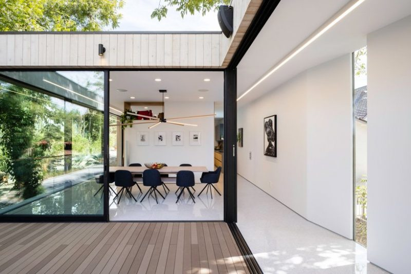 Discover A Minimalist Home Over A Natural Stream In LA