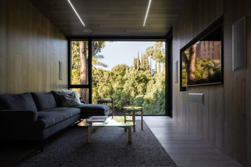 minimalist home Discover A Minimalist Home Over A Natural Stream In LA Discover A Minimalist Home Over A Natural Stream In LA 4 e1576492017413
