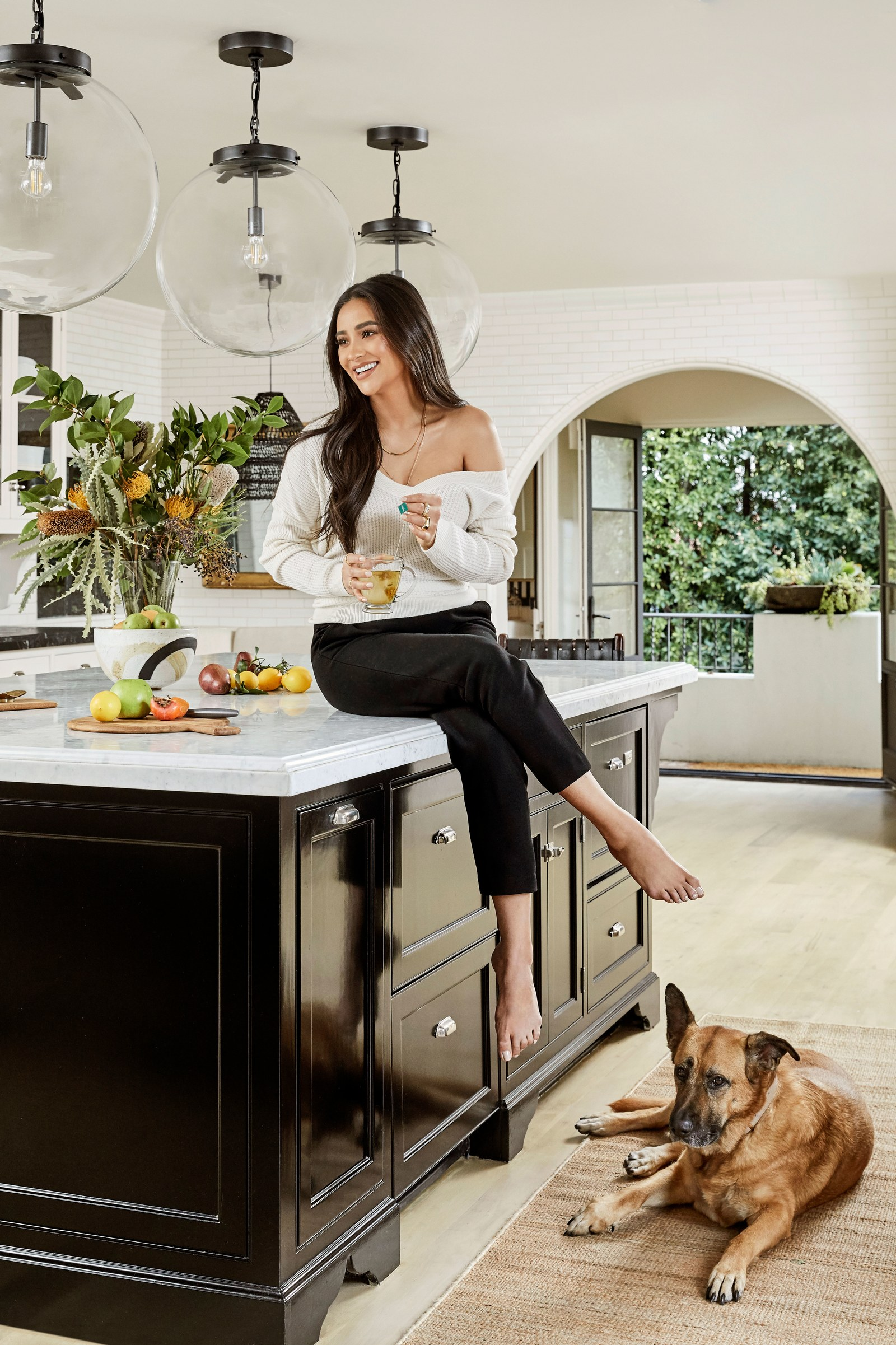los angeles homes Los Angeles Homes: Meet Shay Mitchell's Redecorated Oasis 1