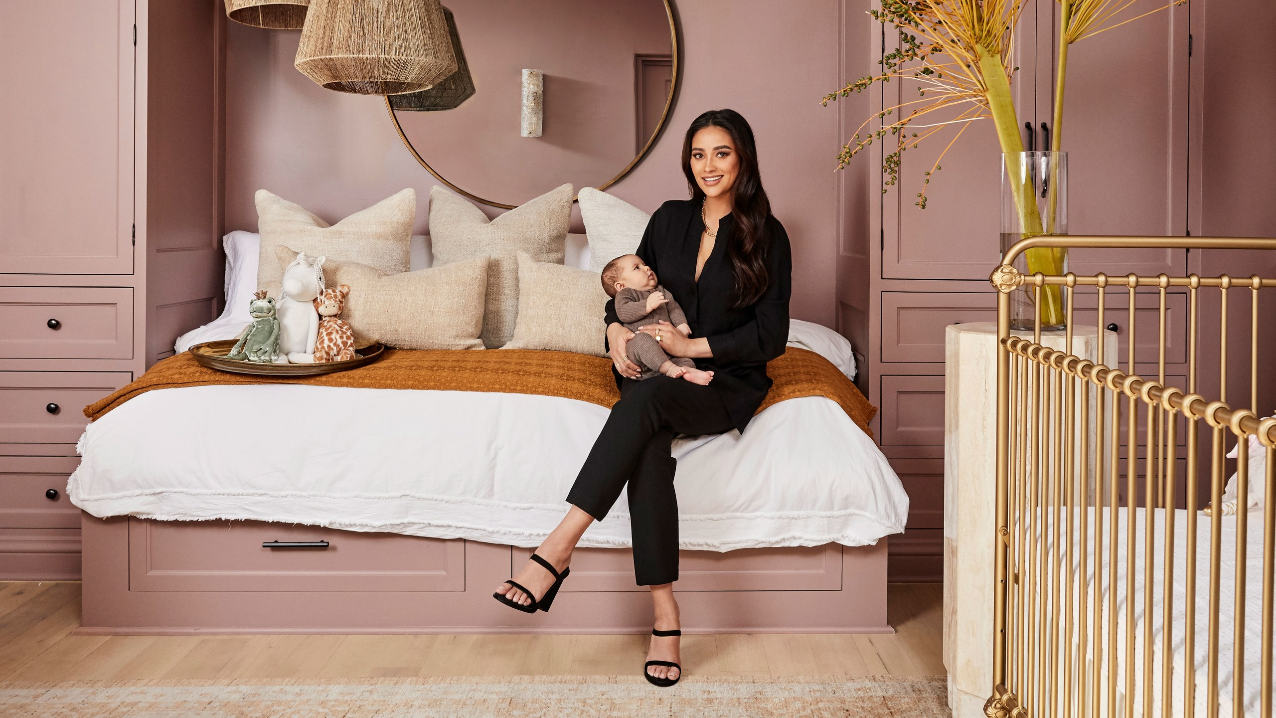 los angeles homes Los Angeles Homes: Meet Shay Mitchell's Redecorated Oasis 1111